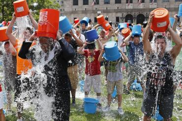 140811-boston-ice-bucket-challenge-1350_26906d39ac7ead702b45e5b7707b8dc6